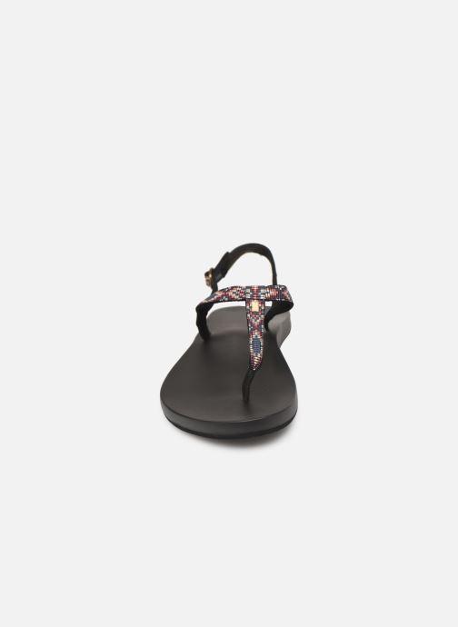 Sandalias Reef Cushion Bounce Slim T Negro vista del modelo
