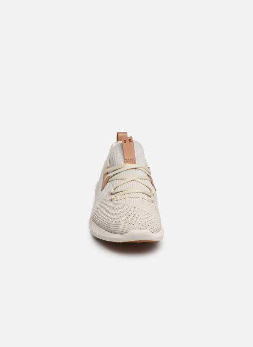 Baskets Under Armour UA W HOVR SLK EVO Perf Suede Blanc vue portées chaussures