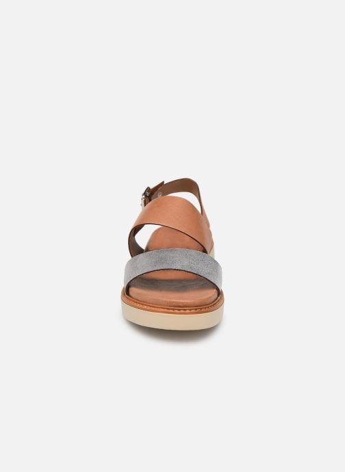 Sandales et nu-pieds Pataugas Line C Marron vue portées chaussures