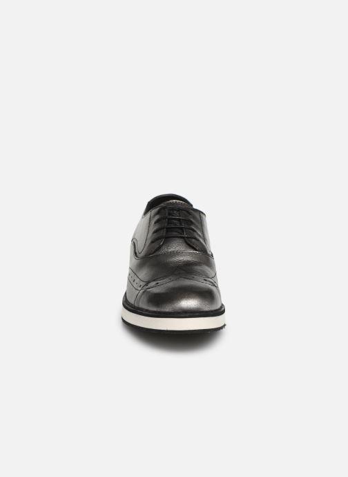 Scarpe con lacci TBS Langley Argento modello indossato
