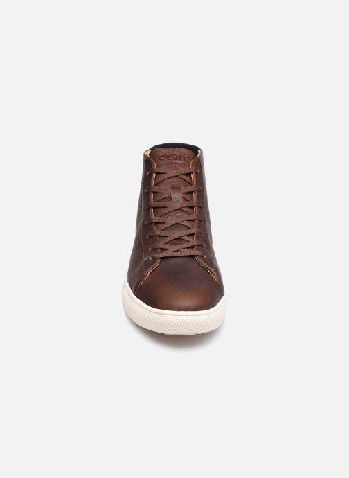 Sneakers Clae Bradley Mid Marrone modello indossato