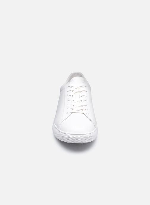 Sneakers Clae Bradley M Bianco modello indossato