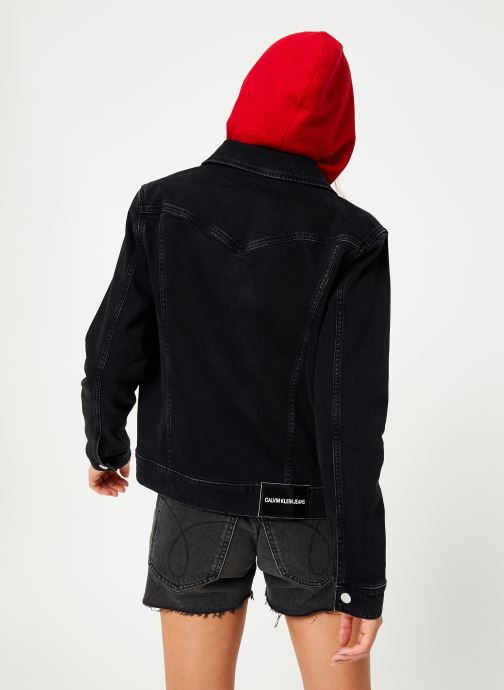 Vêtements Calvin Klein Jeans FOUNDATION TRUCKER Noir vue portées chaussures