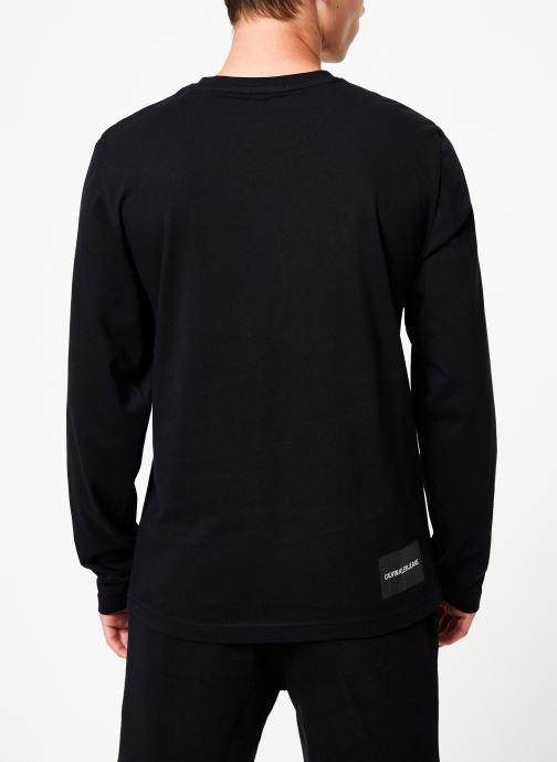 Vêtements Calvin Klein Jeans CK JEANS ON THE BACK LS Noir vue portées chaussures