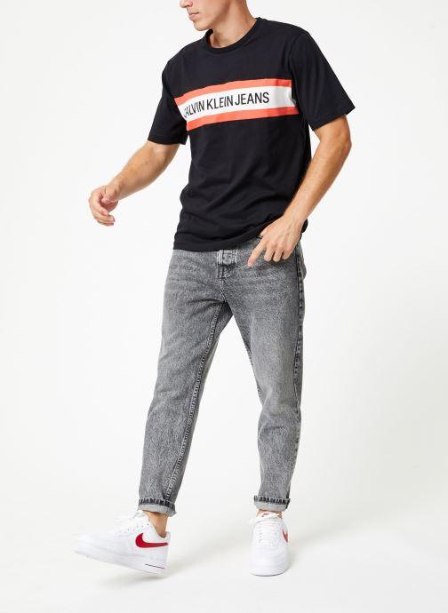 Vêtements Calvin Klein Jeans CHEST STRIPE INSTIT SLIM SS Noir vue bas / vue portée sac
