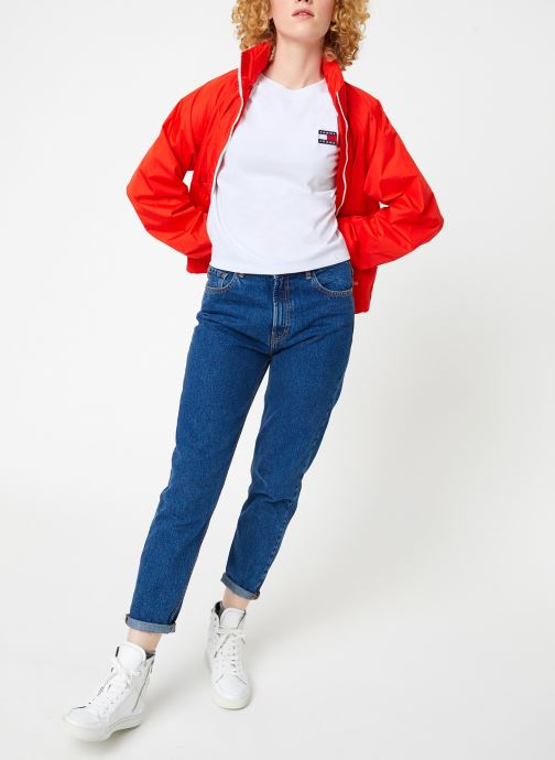 Vêtements Tommy Jeans TJW TOMMY BADGE TEE Blanc vue bas / vue portée sac