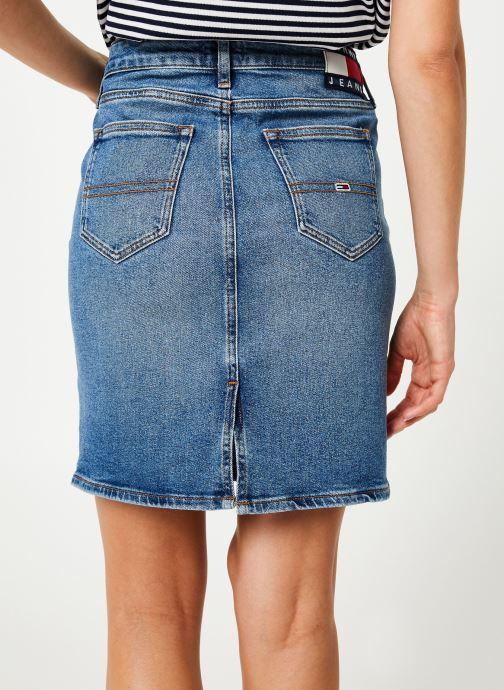 Vêtements Tommy Jeans REGULAR DENIM SKIRT ACLBC Bleu vue portées chaussures