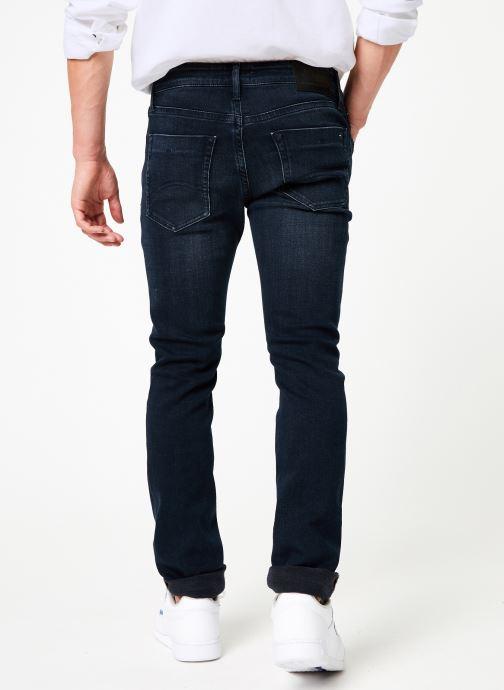 Vêtements Tommy Jeans SLIM SCANTON MBLKS Bleu vue portées chaussures