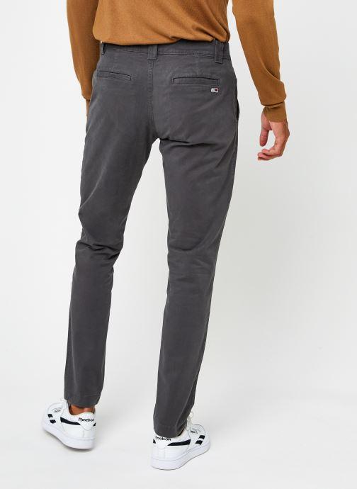 Vêtements Tommy Jeans TJM SCANTON CHINO PANT Gris vue portées chaussures
