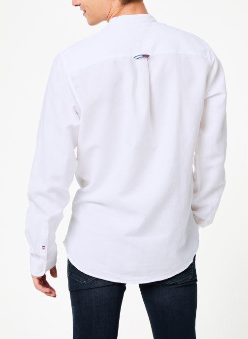 Vêtements Tommy Jeans TJM MAO LINEN SHIRT Blanc vue portées chaussures