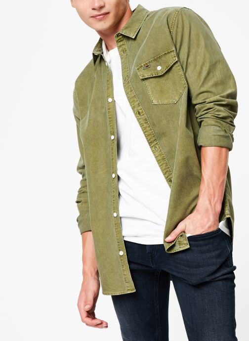 Vêtements Tommy Jeans TJM WASHED OXFORD SHIRT Vert vue détail/paire