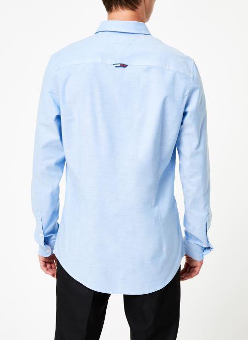 Vêtements Tommy Jeans TJM STRETCH OXFORD SHIRT Bleu vue portées chaussures