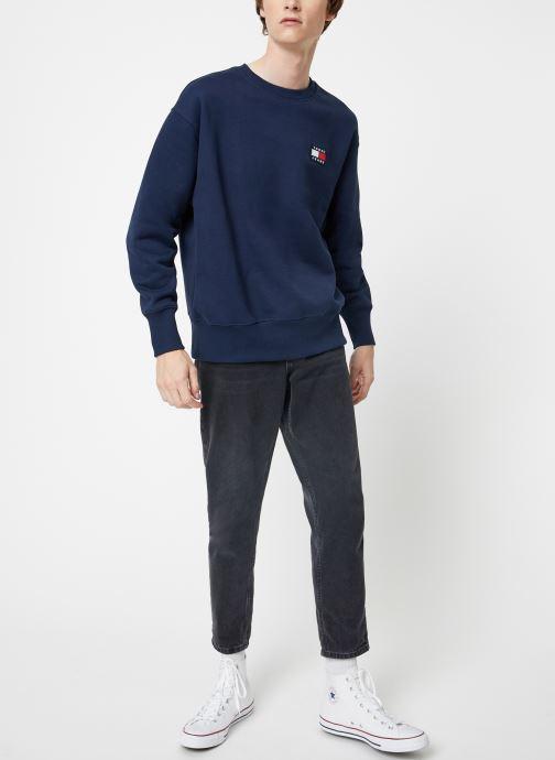 Vêtements Tommy Jeans TJM TOMMY JEANS BADGE CREW Bleu vue bas / vue portée sac