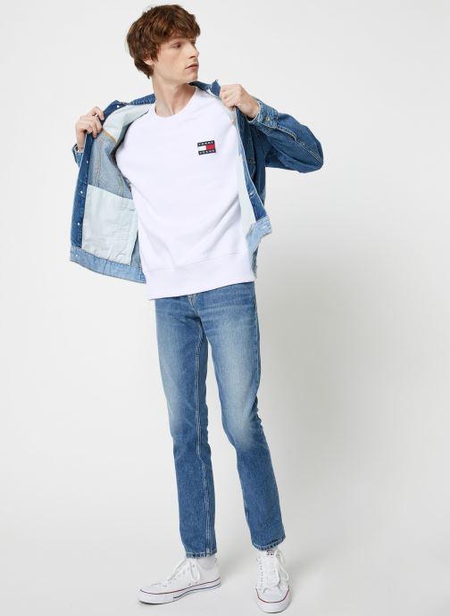 Vêtements Tommy Jeans TJM TOMMY JEANS BADGE CREW Blanc vue bas / vue portée sac