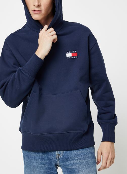 Vêtements Tommy Jeans TJM TOMMY BADGE HOODIE Bleu vue détail/paire
