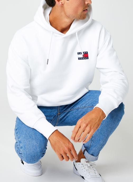 Vêtements Tommy Jeans TJM TOMMY BADGE HOODIE Blanc vue détail/paire