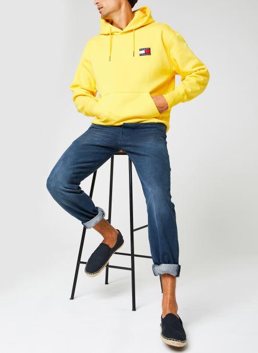 Vêtements Tommy Jeans TJM TOMMY BADGE HOODIE Jaune vue bas / vue portée sac