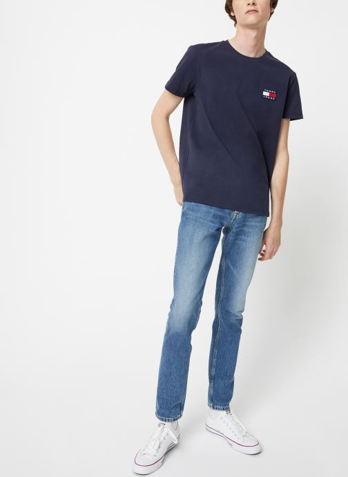 Vêtements Tommy Jeans TJM TOMMY JEANS BADGE TEE Bleu vue bas / vue portée sac
