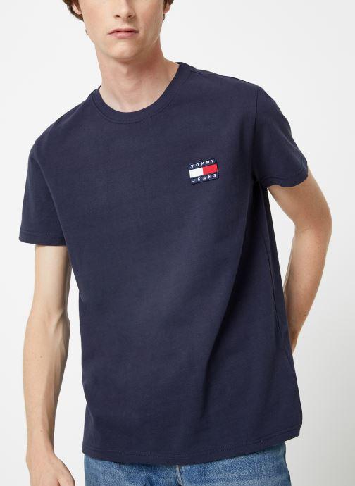 Vêtements Tommy Jeans TJM TOMMY JEANS BADGE TEE Bleu vue détail/paire
