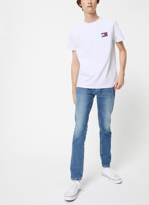 Vêtements Tommy Jeans TJM TOMMY JEANS BADGE TEE Blanc vue bas / vue portée sac