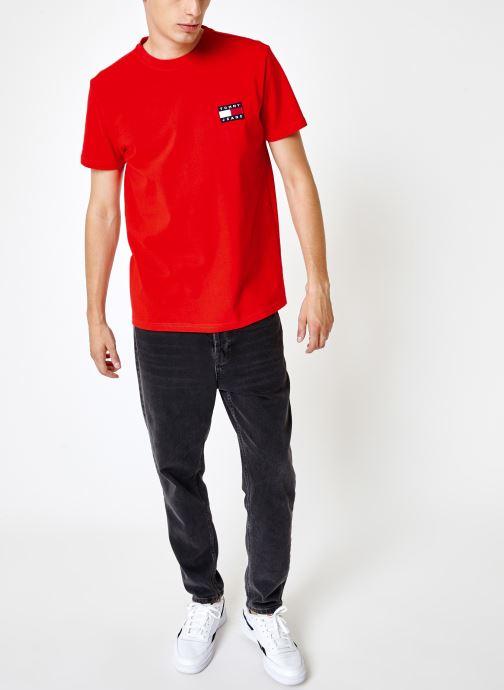 Vêtements Tommy Jeans TJM TOMMY JEANS BADGE TEE Rouge vue bas / vue portée sac