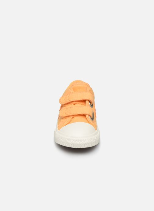 Baskets Converse Star Player 2V Ox Washed Out Jaune vue portées chaussures