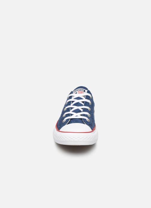 Baskets Converse Chuck Taylor All Star Ox Broaderie Anglias Bleu vue portées chaussures