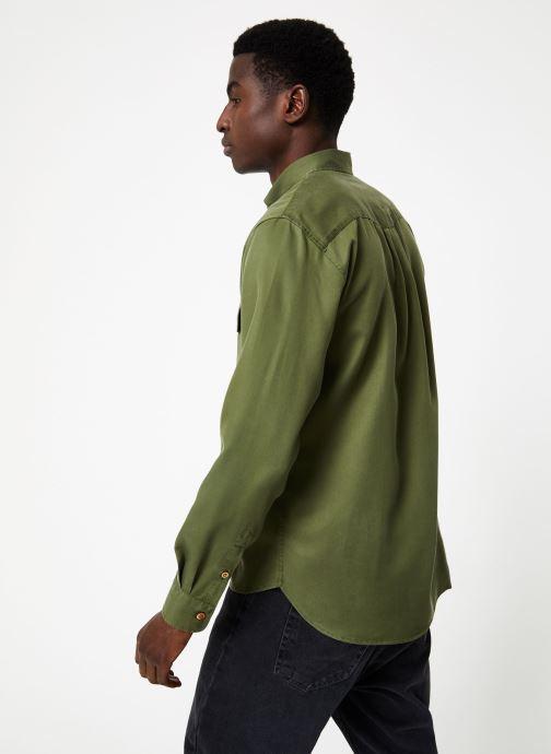 Vêtements Commune de Paris OVERSHIRT BLANQUI Vert vue portées chaussures
