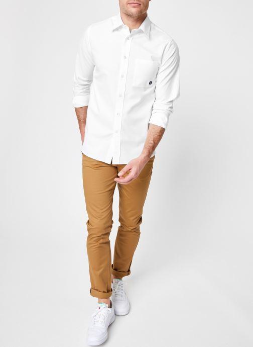 Vêtements Commune de Paris CHEMISE EUDES-B Blanc vue bas / vue portée sac