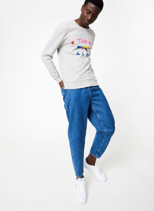 Vêtements Commune de Paris SWEAT LOVEGUN Gris vue bas / vue portée sac