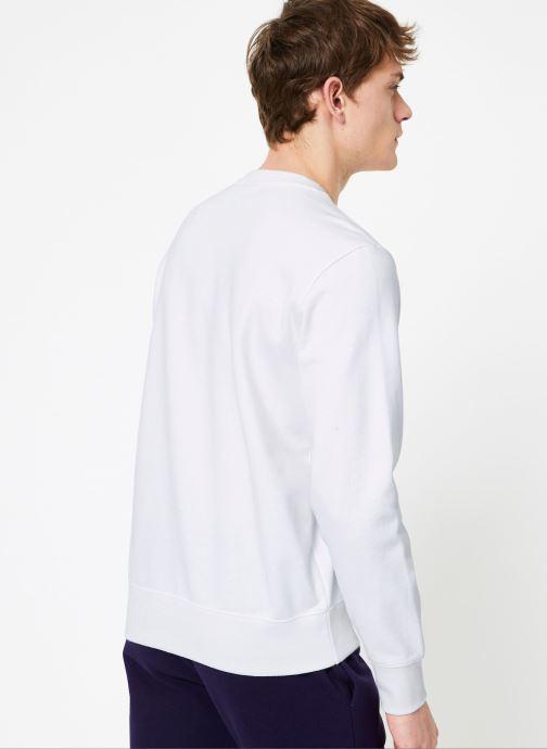 Vêtements Champion Champion Large Script Logo Crewneck Sweatshirt Blanc vue portées chaussures