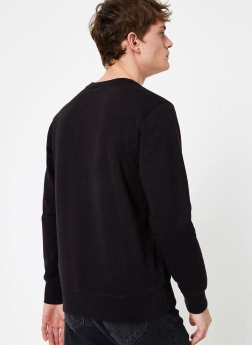 Vêtements Champion Champion Large Script Logo Crewneck Sweatshirt Noir vue portées chaussures