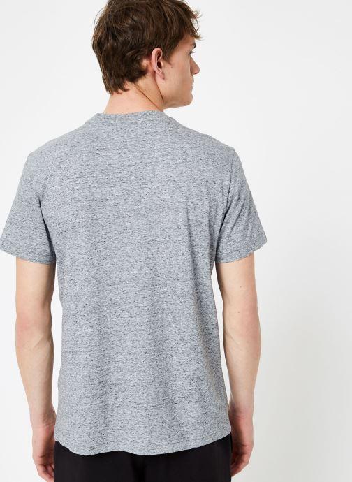 Vêtements Champion Champion Large Script Logo Crewneck T-Shirt Gris vue portées chaussures
