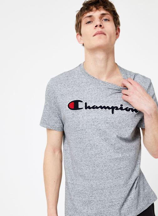 Tøj Champion Champion Large Script Logo Crewneck T-Shirt Grå detaljeret billede af skoene
