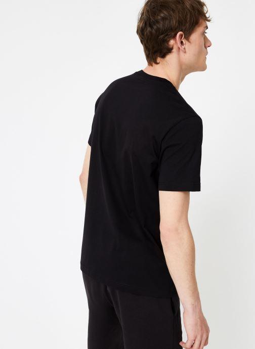Vêtements Champion Champion Large Script Logo Crewneck T-Shirt Noir vue portées chaussures