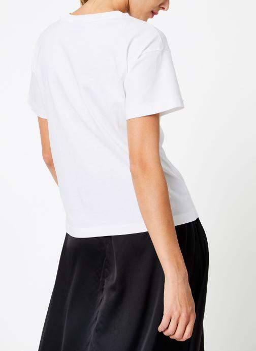 Vêtements Champion Champion Large Script Logo Crewneck T-Shirt Blanc vue portées chaussures