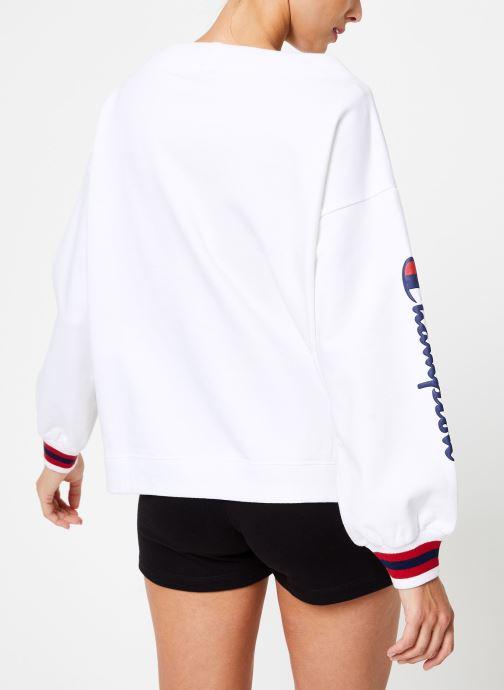 Vêtements Champion Champion Boat Neck Sweatshirt with Sleeve Logo Blanc vue portées chaussures