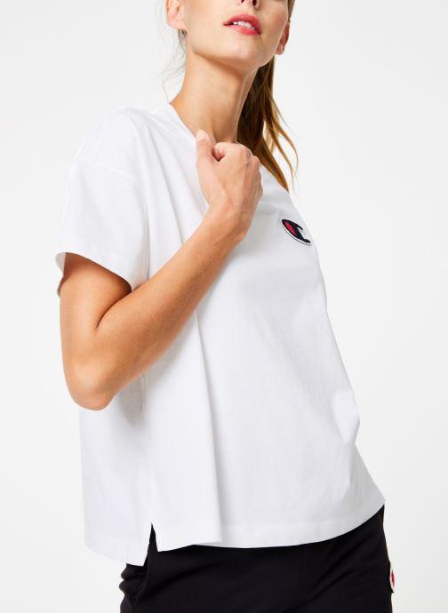 Tøj Champion Champion C-Logo Crewneck T-Shirt Hvid detaljeret billede af skoene