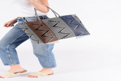 Handtaschen I Love Shoes LIBAG mehrfarbig ansicht von unten / tasche getragen
