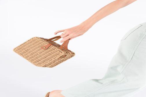 Handtaschen I Love Shoes LILISE Osier braun ansicht von unten / tasche getragen