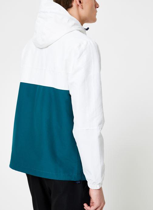 Vêtements Farah F6RS9001 Blanc vue portées chaussures