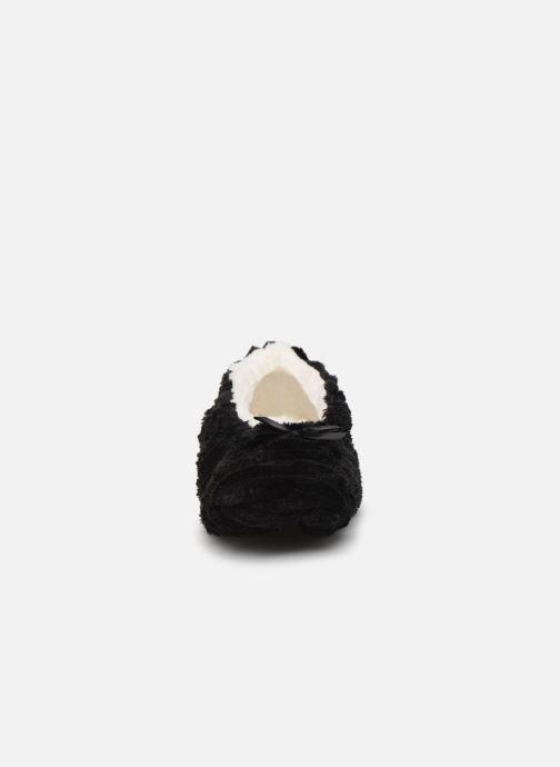 Slippers Sarenza Wear Chaussons fourrés femme Black model view