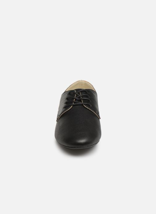 Snøresko Isotoner Derby Sort se skoene på