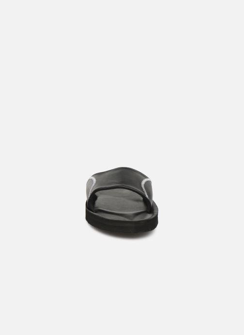 Sandalias Isotoner Mule moulée Negro vista del modelo