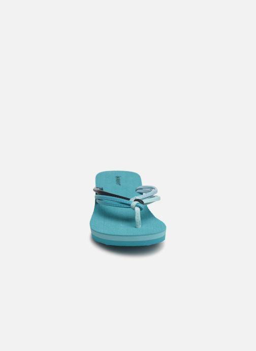 Tongs Isotoner Tong yoga mutlti-brides Bleu vue portées chaussures
