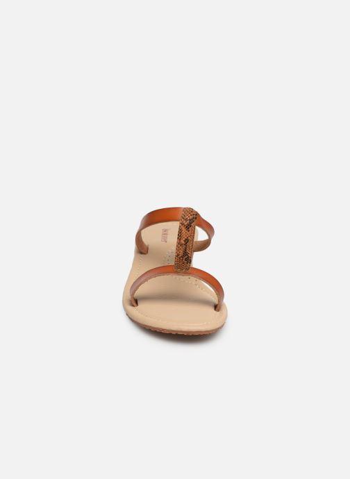 Mules et sabots Isotoner Tong bi-matières Marron vue portées chaussures