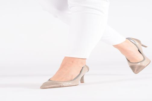 High heels Elizabeth Stuart Lucor 480 Beige view from underneath / model view