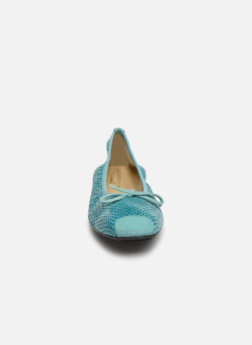 Ballerines Elizabeth Stuart York 452 Bleu vue portées chaussures