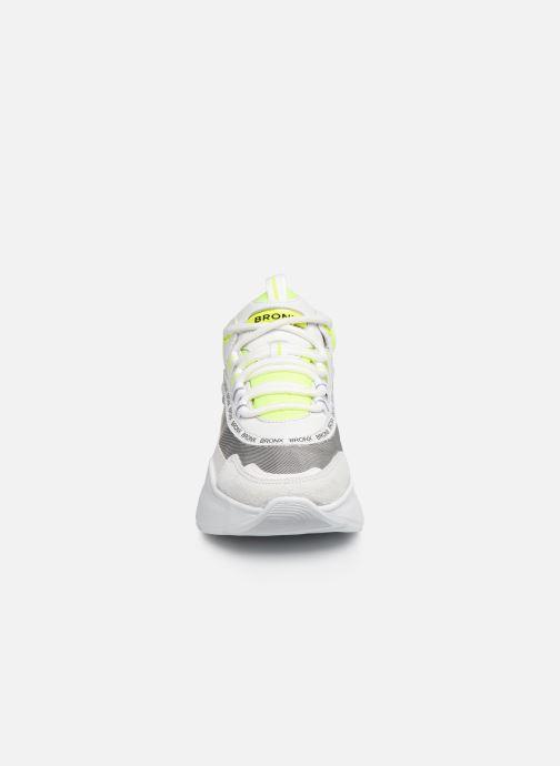 Sneakers Bronx BGRAYSONX Bianco modello indossato