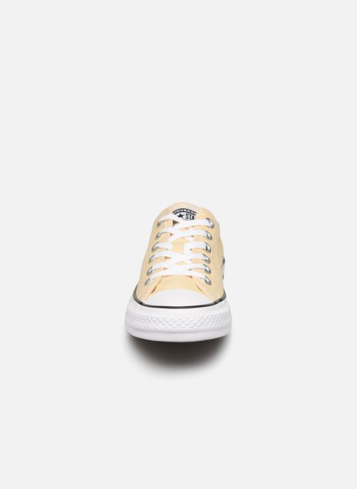 Baskets Converse Chuck Taylor All Star Seasonal Color Ox W Jaune vue portées chaussures